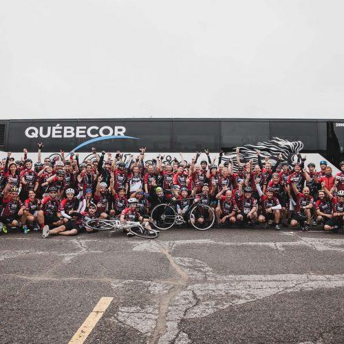 devant l'autobus de Québecor